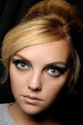 макияж для глаз стрелки.